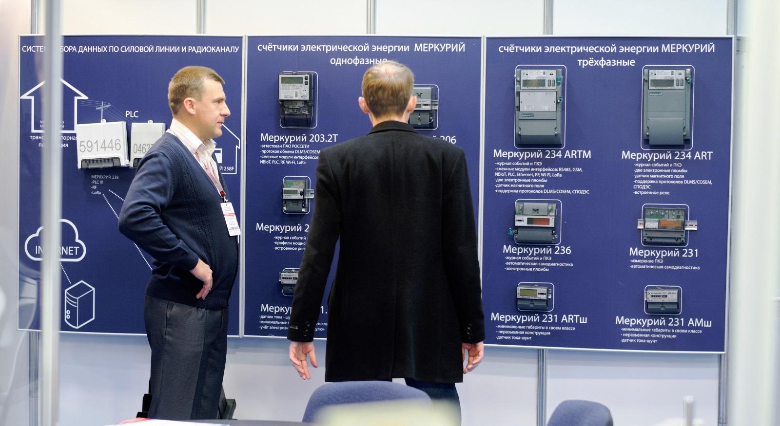 Посетители стенда INCOTEX Electronics Group